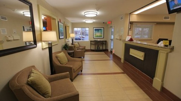 Candlewood Suites Dulles Lobby