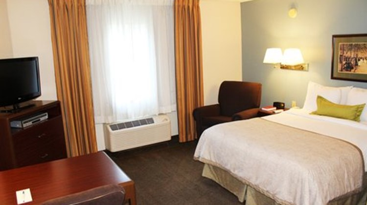 Candlewood Suites Dulles Room