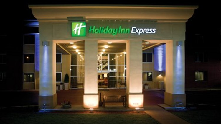 Holiday Inn Express SFO South Exterior