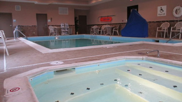 Holiday Inn Express Cloverdale Pool