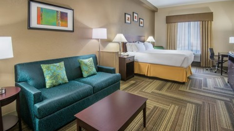 Holiday Inn Express Ashland Suite
