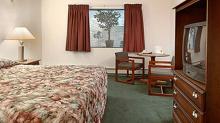 Zellar's Village Inn Motel Room