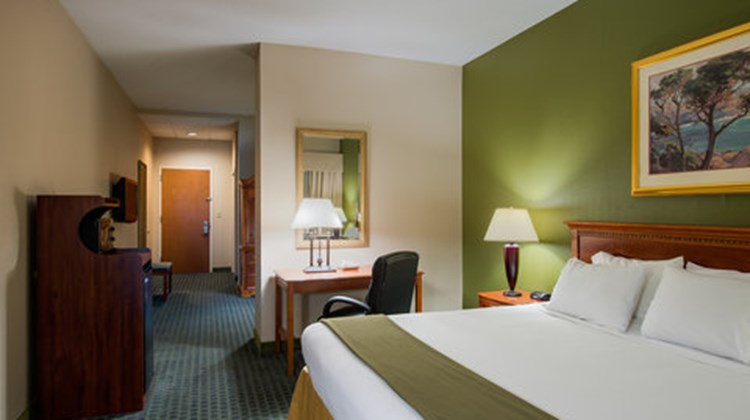 Holiday Inn Express Hauppauge Suite