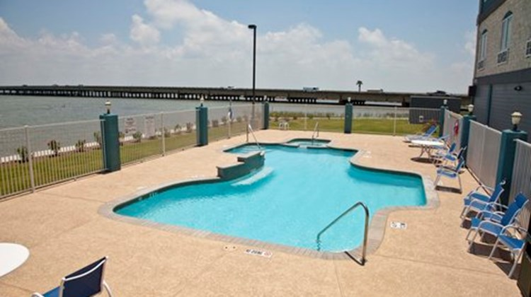 Holiday Inn Express & Suites-Port Lavaca Pool