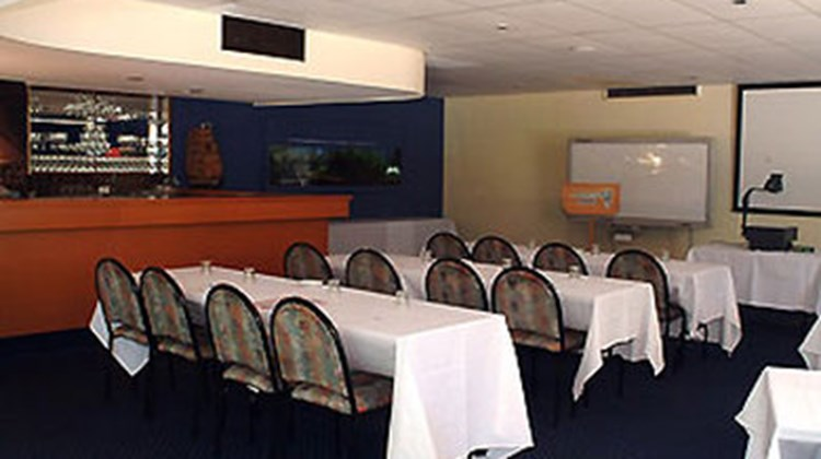 Ibis Styles Pt Stephens Salamander Shore Meeting