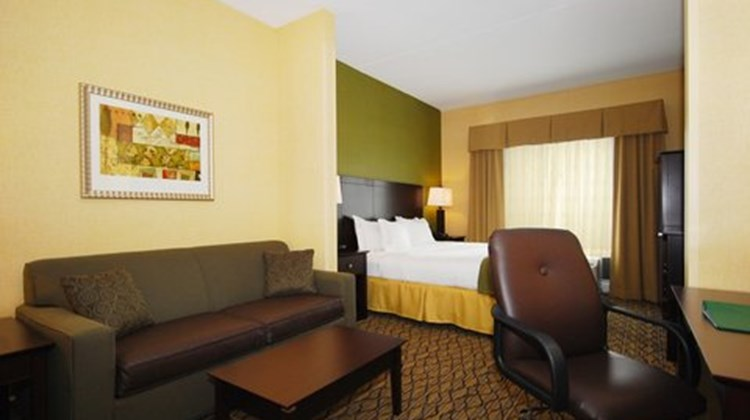 Holiday Inn Express Kittanning Suite