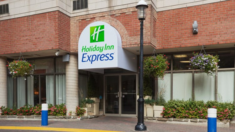 Holiday Inn Express Toronto Downtown Exterior