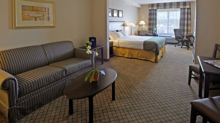Holiday Inn Express & Suites North Bay Suite
