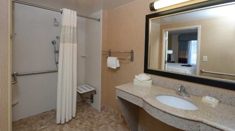 Hampton Inn and Suites Huntersville Room