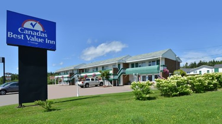 Canadas Best Value Inn Exterior