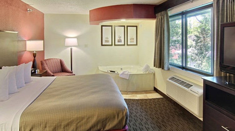 GrandStay Hotel & Suites Traverse City Suite