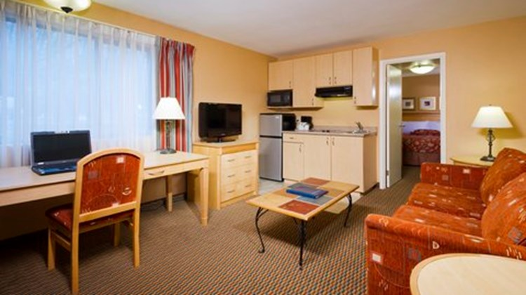 Accent Inn Vancouver Airport Suite