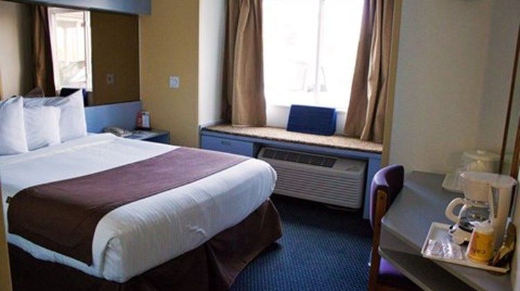 Mount Pleasant Inn and Suites Room
