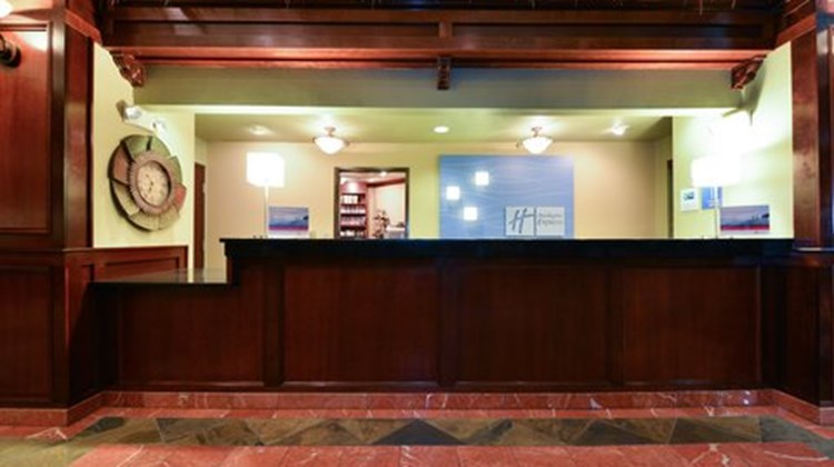 Holiday Inn Express Portland SE Lobby