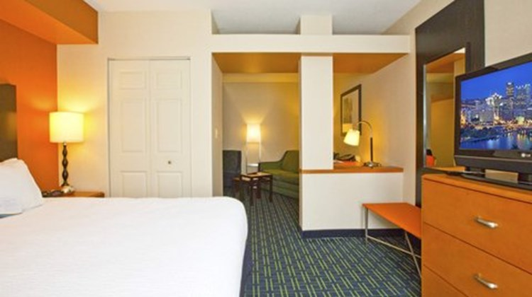 Fairfield Inn & Suites by Marriott Room