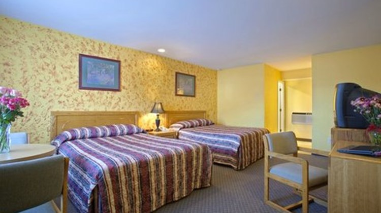 Timber Valley Inn & Suites Room