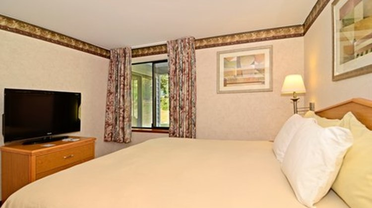 Friday Harbor Suites Room