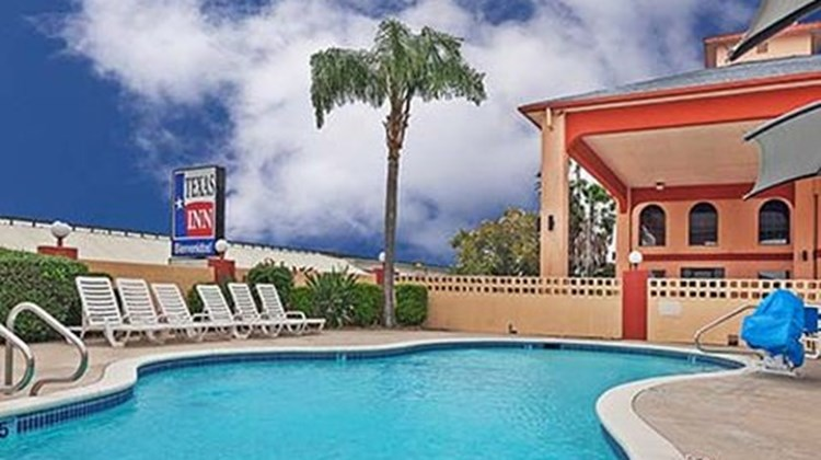 Texas Inn & Suites Pool
