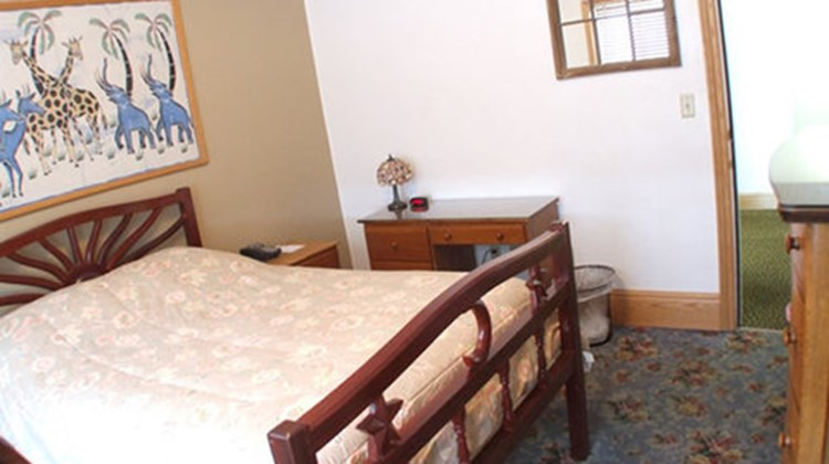 Qupqugiaq Inn Room