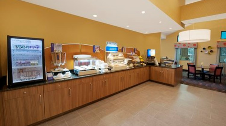 Holiday Inn Express Southpoint Restaurant