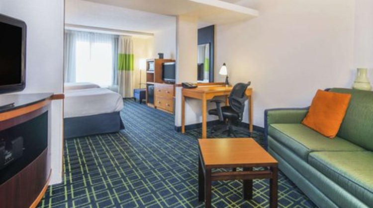 Fairfield Inn & Suites Indianapolis Dtwn Room
