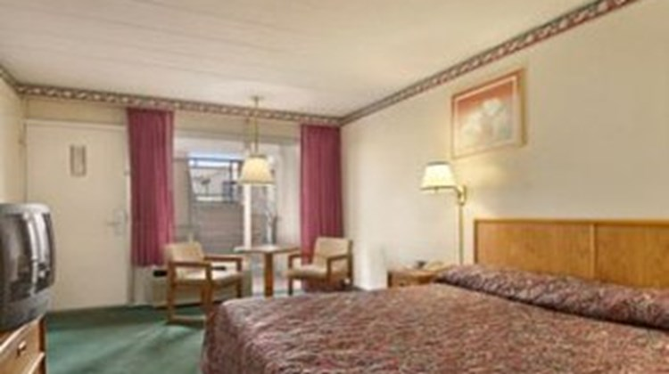 Budget Host Inn Quincy Room