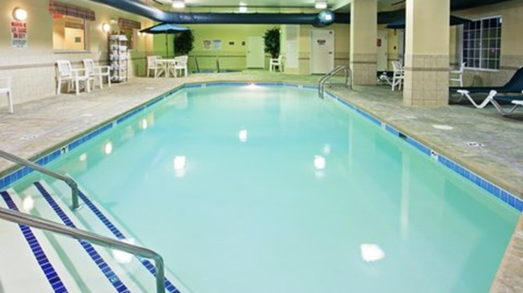 Country Inn & Suites Indy Air South Pool