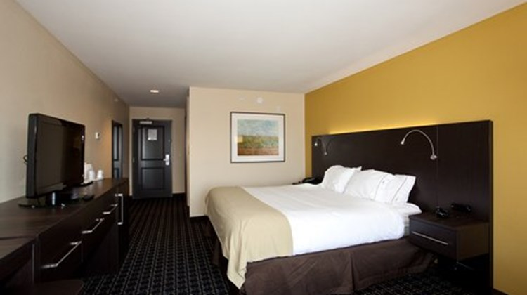 Holiday Inn Express Stes Newton Room