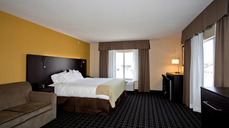 Holiday Inn Express Stes Newton Suite