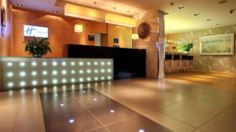 Holiday Inn Express Birmingham Redditch Lobby