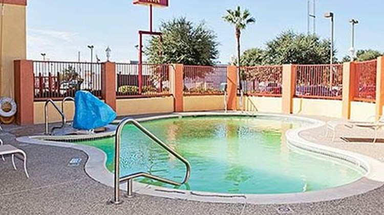Motel 6 Tomball Pool