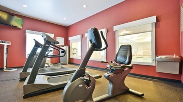 Holiday Inn Express and Suites Utica Health Club