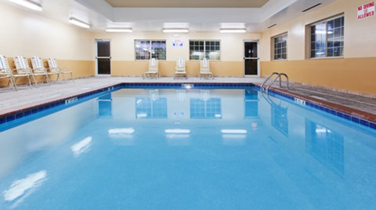 Candlewood Suites Pool