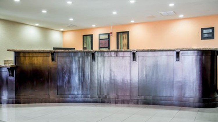 Clarion Inn & Suites at International Dr Lobby