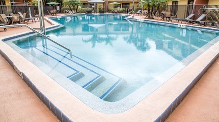Clarion Inn & Suites at International Dr Pool