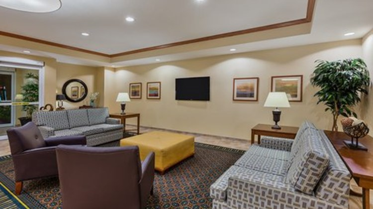 Candlewood Suites Decatur Medical Ctr Lobby