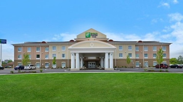 Holiday Inn Express and Suites Utica Exterior