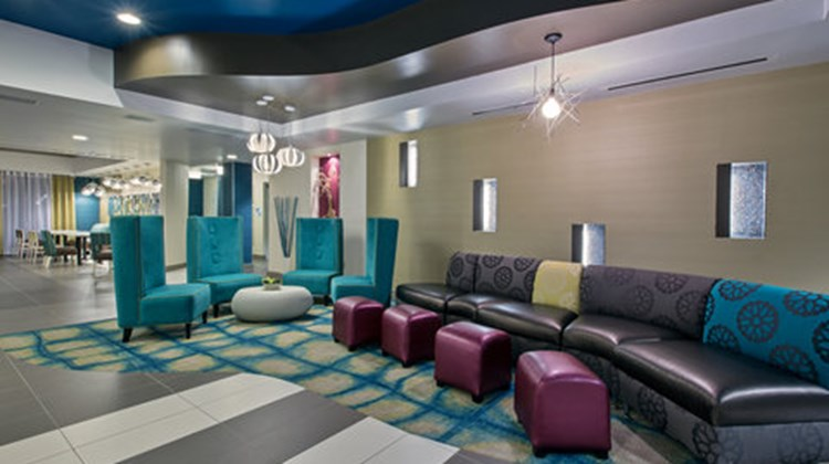 Holiday Inn Express & Suites Carlisle Lobby