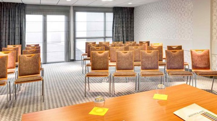 Ibis Styles Clermont Ferrand Meeting