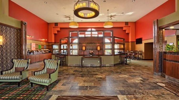 Comfort Inn & Suites & Conf Ctr Lobby