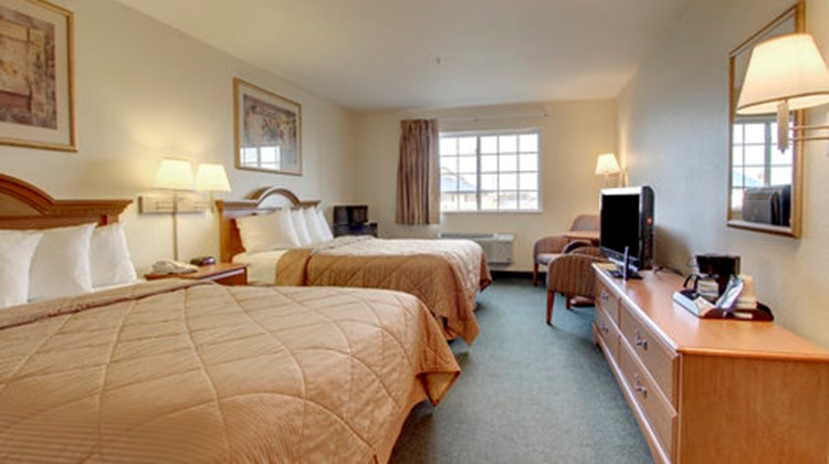 Oak Hill Inn & Suites Room