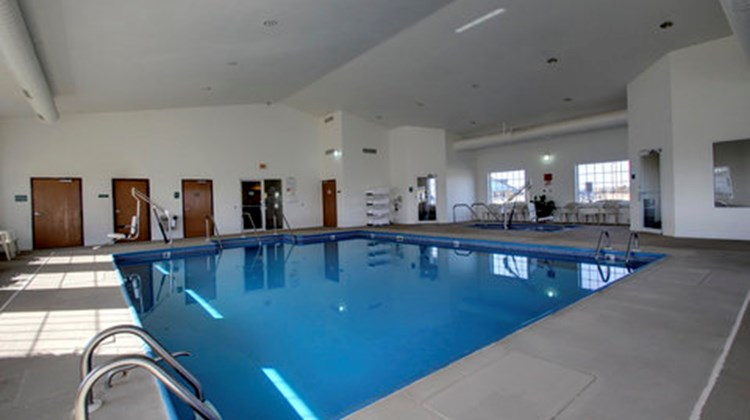 Oak Hill Inn & Suites Pool