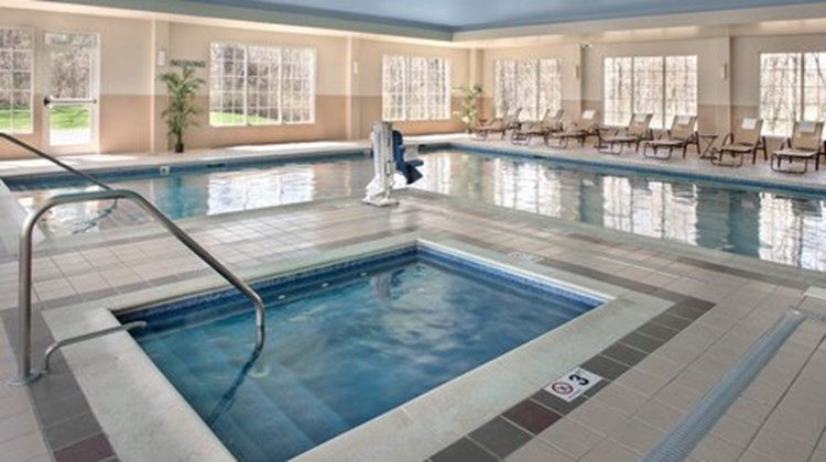 Fairfield Inn & Suites Lenox Health Club