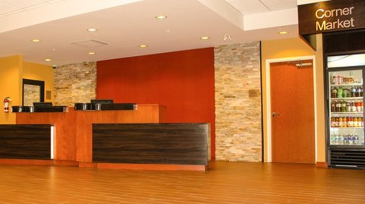 Fairfield Inn/Suites Toronto Mississauga Lobby