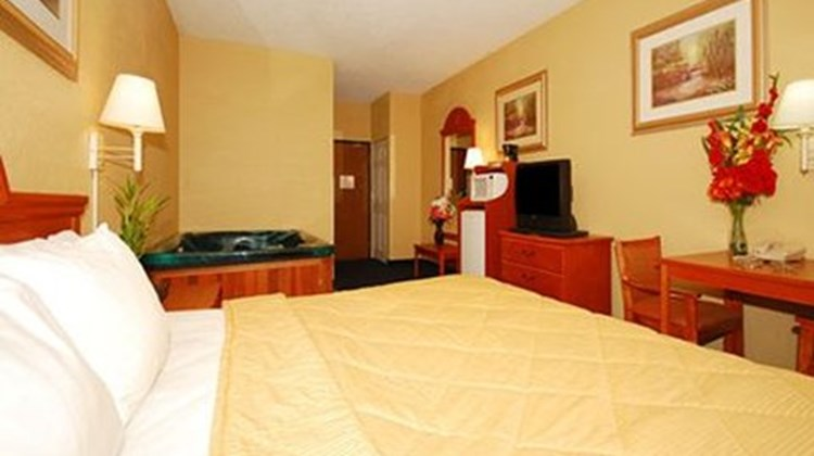 Quality Inn & Suites Suite