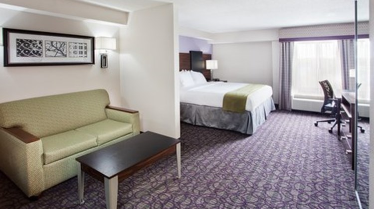 Holiday Inn Express Atlanta West Room