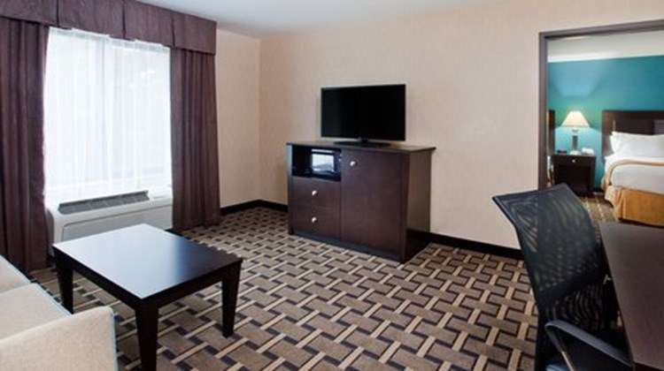 Holiday Inn Express & Stes Buford NE Suite