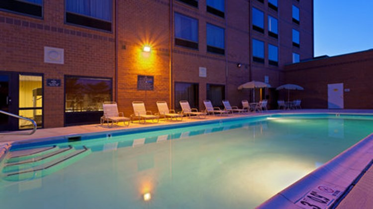 Holiday Inn Express BWI Airport Pool