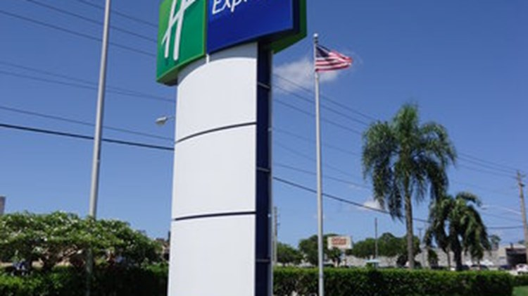 Holiday Inn Express Boca Raton-West Exterior