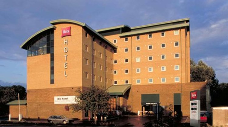 Ibis London Gatwick Airport Exterior